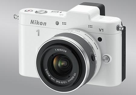 Nikon 1 V1 - klasický 3/4 pohled