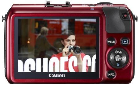 Canon EOS M - zadní stěna a dotykový displej
