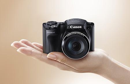 Canon PowerShot SX500 IS na dlani