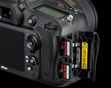 Nikon D600 - sloty pro paměťové karty