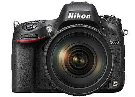 Nikon D600 zepředu