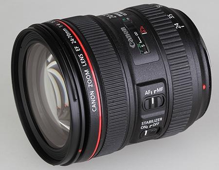 Canon EF 24–70 mm 1:4L IS USM - klasický celkový pohled z lehkého nadhledu