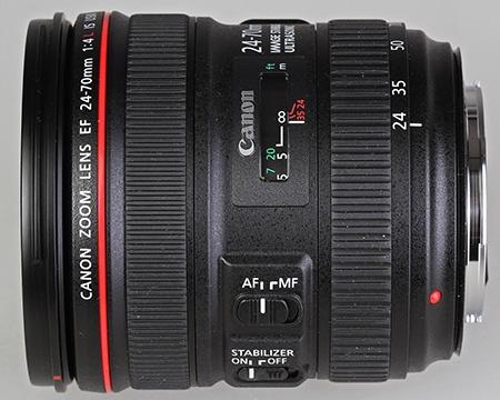 Canon EF 24–70 mm 1:4L IS USM - celek z pohledu, kdy je dobře vidět okénko se vzdáleností a přepínače AF/MF a IS ON/OFF