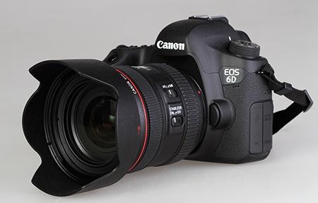 Canon EF 4/24–70L IS USM na EOS 6D a se sluneční clonou