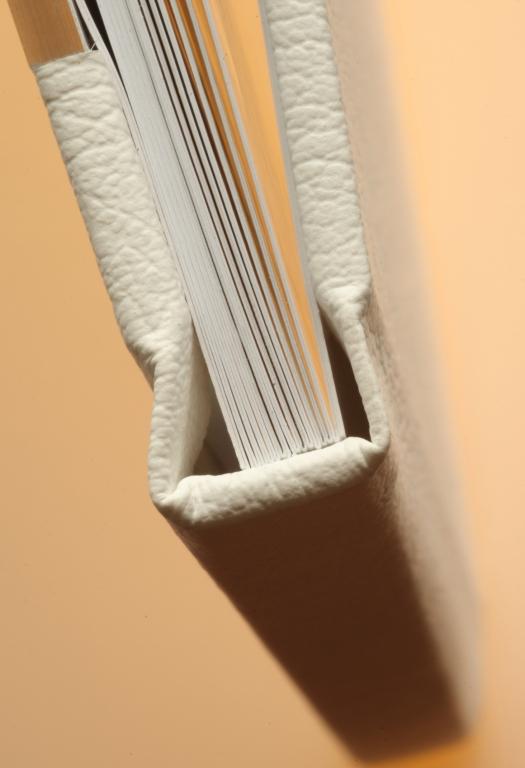 Detail vazby a struktury listů fotoknihy